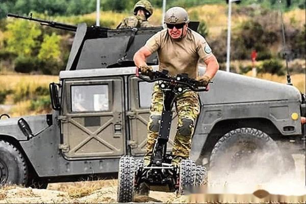 美军测试四轮军用电动滑板车 车身坚固重达200公斤