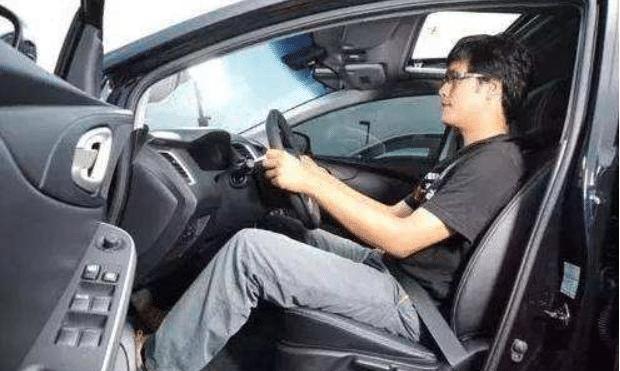 刚拿到驾驶证,上路不熟练,做到这三点老司机都会向你学习