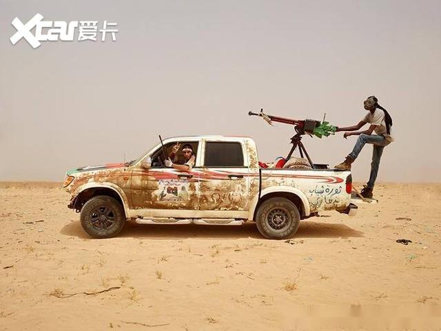 它是中东战场出镜率极高的皮卡, 也是汽车界打不死的小强!