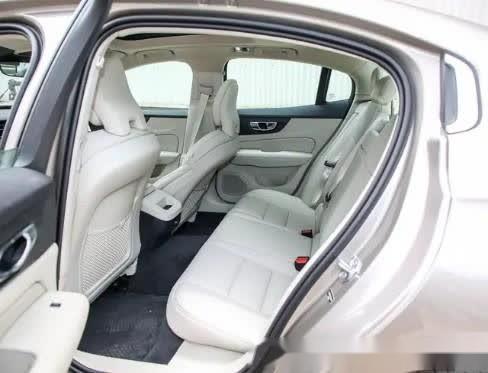 全新沃尔沃S60,2.0T+8AT,T8车型动力更加强劲
