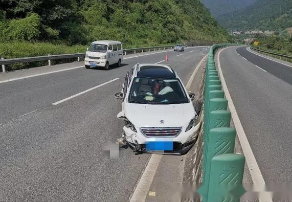 """高速跑110,不小心按到""""电子手刹""""会翻车吗?老司机:建议听好"""