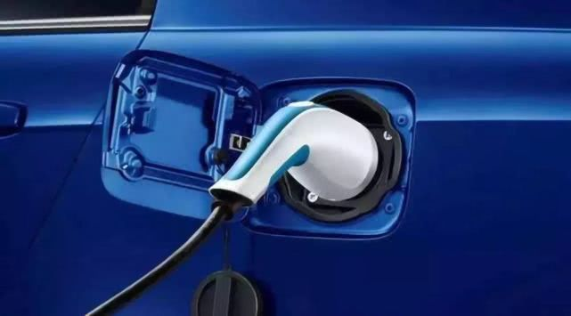 巨幅下跌创新低,新能源车今年又