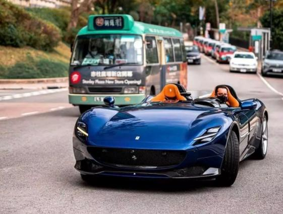 """法拉利""""神车""""现身香港街头,车主戴口罩驾驶,国内仅此一辆?"""