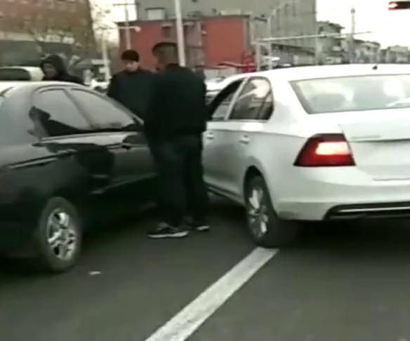 还没上牌的新车就撞了,驾照是白考的吗?