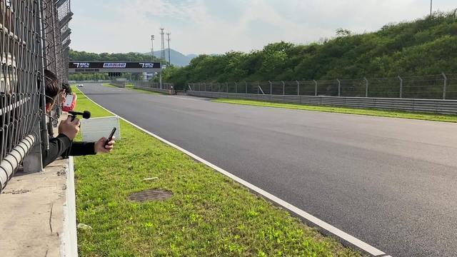 宝马M4 GTS#赛道圈速榜TrackLapTime# 成绩是1分40秒765,