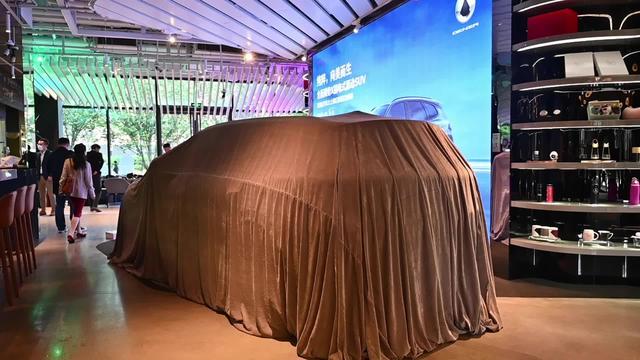 奔驰操刀的新能源汽车颜值如何?带你揭开全新腾势X神秘面纱!