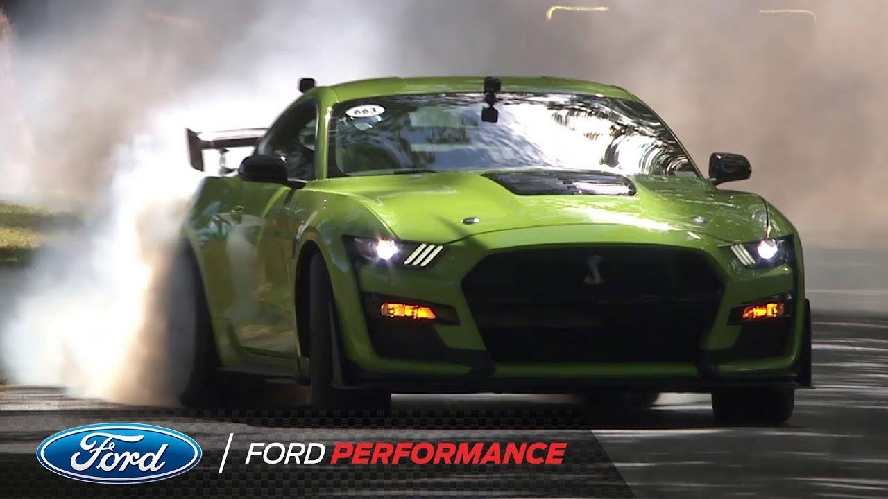 全新2020款福特野马在比赛中表现亮眼,速度太快