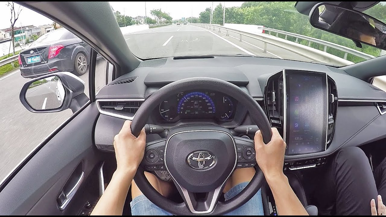 表现超乎想象!试驾体验2019款丰田卡罗拉混动版