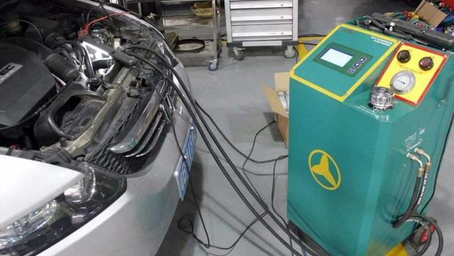 自动挡变速箱油什么时候更换?修车师傅经验多,这1个时间点正好