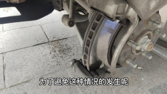 刹车片用得一块厚一块薄怎么回事?不搞清楚难怪提前更换刹车片