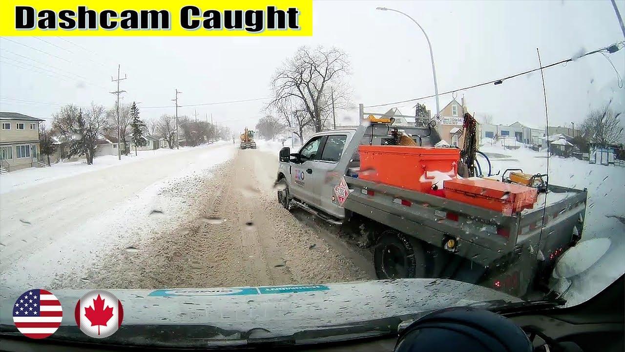 太讨厌这样的渣土大卡车,它走过去别人就不能走!最新北美车祸集锦