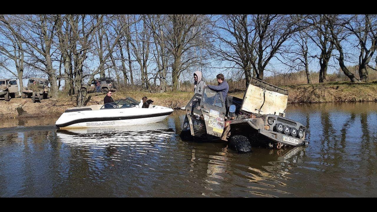 车祸系列:司机把车开进了河里,幸好人没事