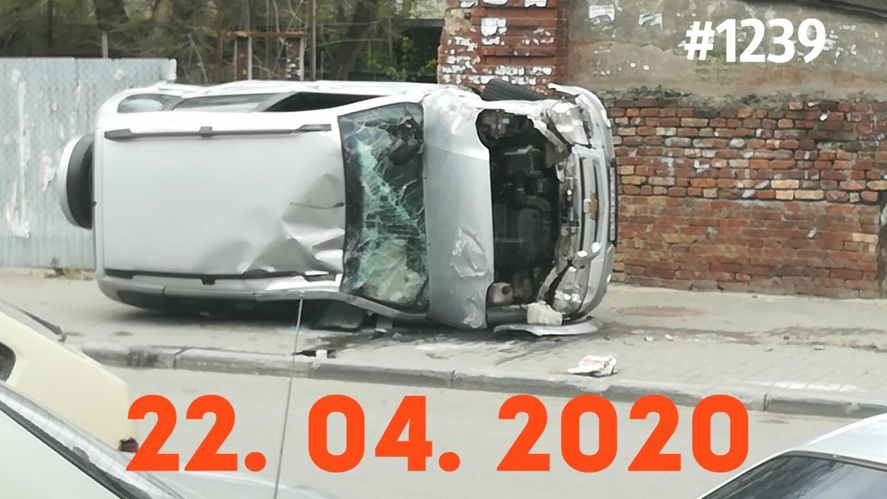 十字路口谁都不要减速,我们看看谁先翻车!4.22俄罗斯车祸集锦