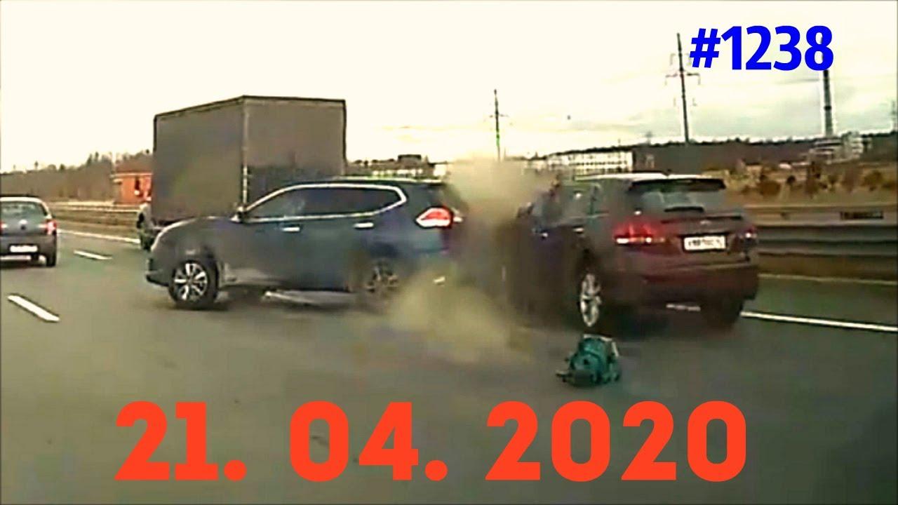 老司机就是老司机,路口减速等待,没有十秒果然车祸,4.21俄罗斯车祸集锦