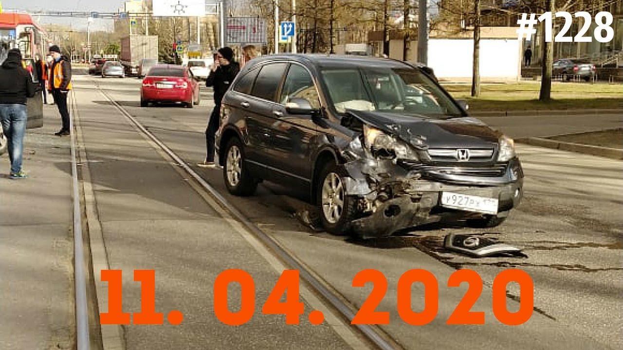 谁告诉你内道能够随便转弯,不看路吗!4.11俄罗斯车祸集锦
