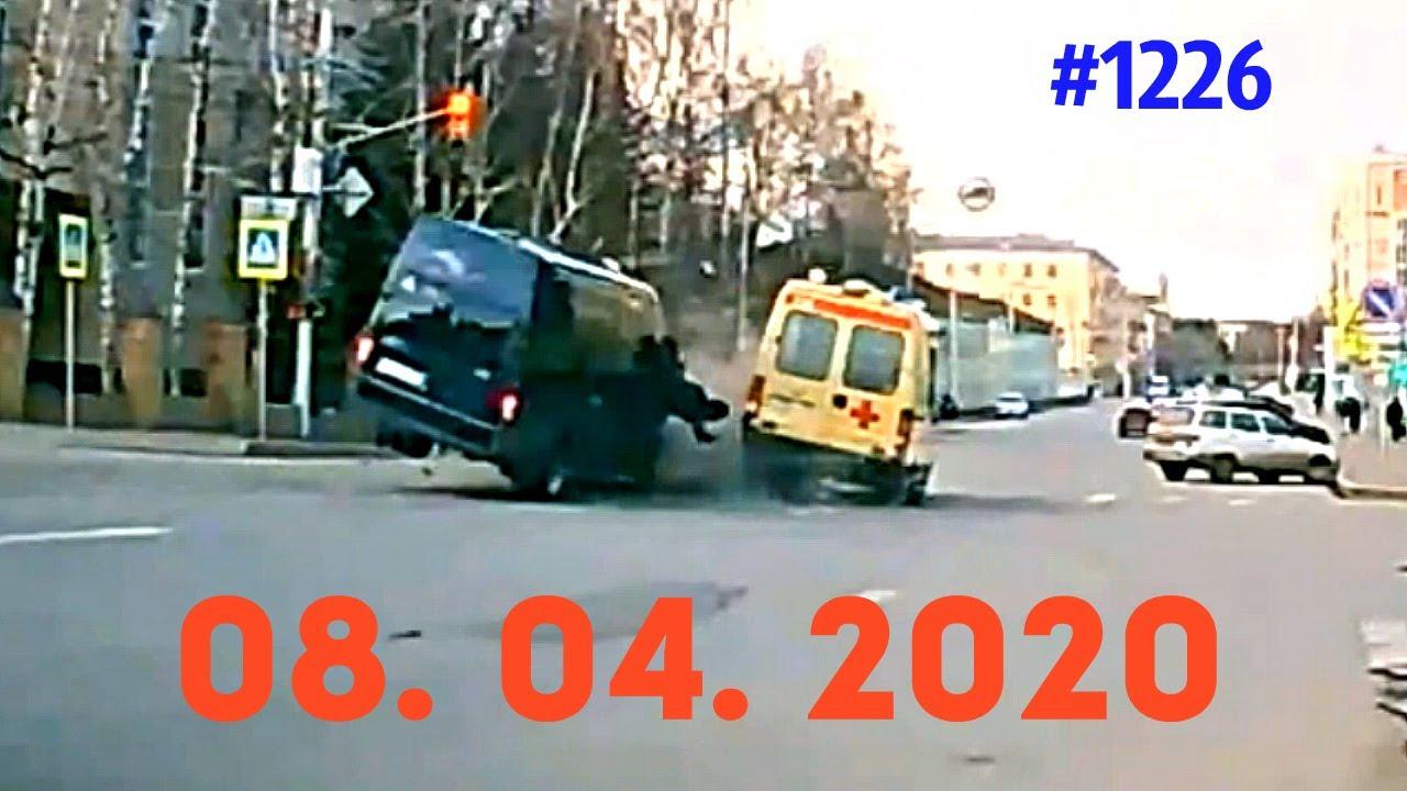 这是喝酒了还是走神了,根本不看路直接撞啊!4.8俄罗斯车祸集锦