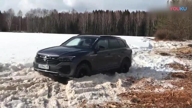 宝马X5和大众途锐雪地越野测试,看看差距在哪