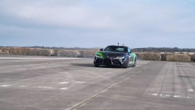丰田Supra与宝马M4拉力赛