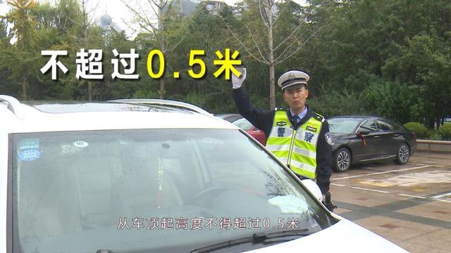 交通大揭秘:自行车可以挂上车吗?交警给出正确答案!