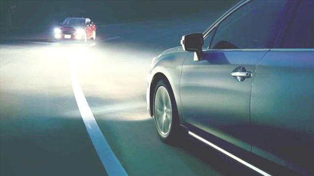 夜间会车难度大,新车尤其要注意这6点,行车会更安全