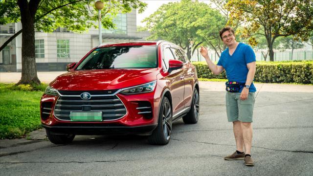 最快中国7座SUV感受如何?美国小伙试驾比亚迪唐