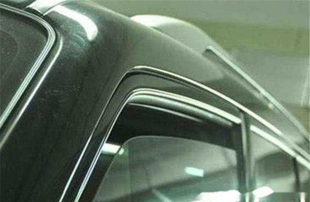 夏天停车给车窗留条缝散热?专家:自作聪明,车子不毁才怪!