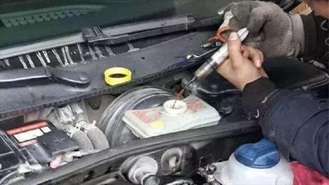 变速箱油多久换一次?维修师傅:别超过这个期限,否则损害发动机
