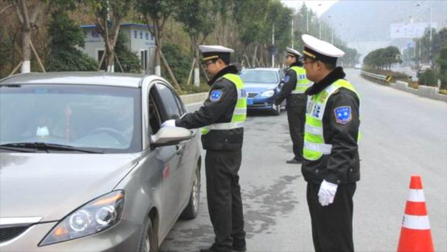 即日起,高速将严查这4种行为,严重的会吊销驾照,车主互相转告