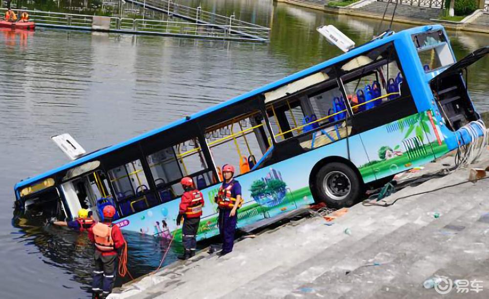 贵州又一起落水悲剧!汽车为什么不能做到完全防水?