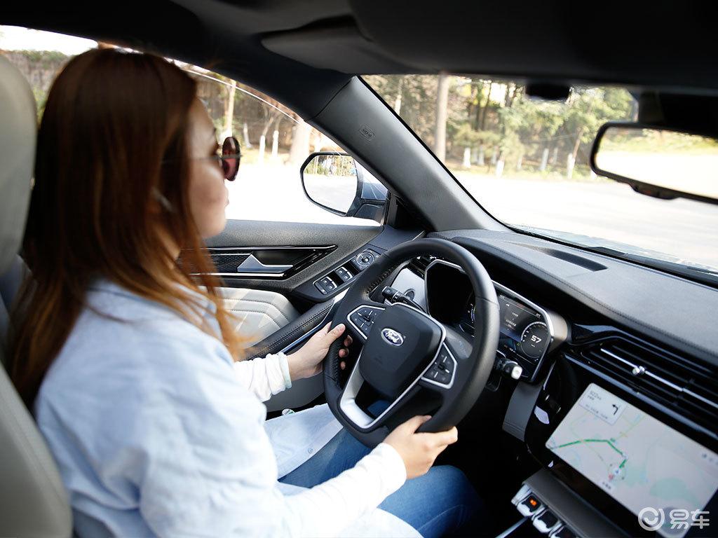 试驾领界EV:美女老师说这是一台最好开的SUV!