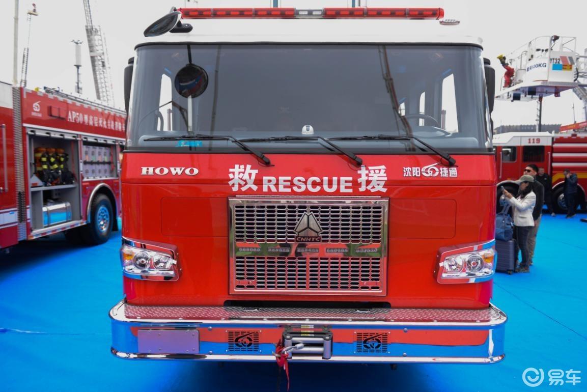 """国产消防车为什么要美式化?看豪沃底盘改造的""""美式消防车"""""""