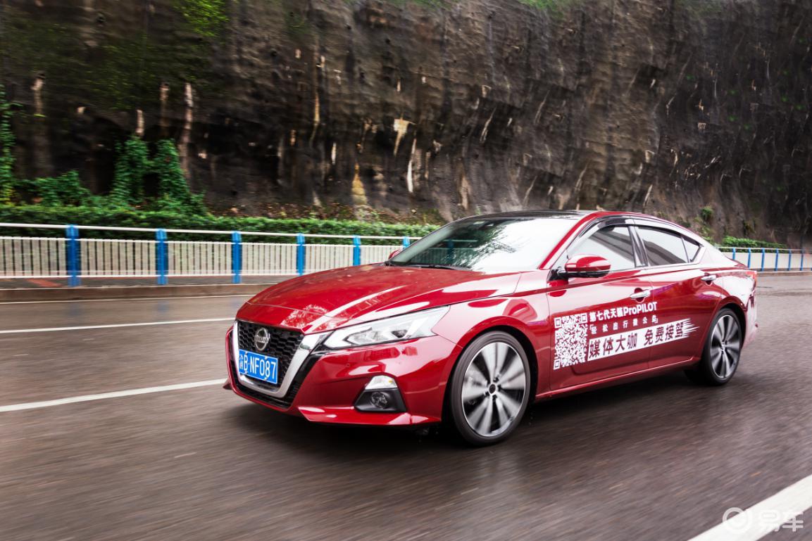 试驾新一代天籁,它是如何兼顾驾驶性能和舒适性的?