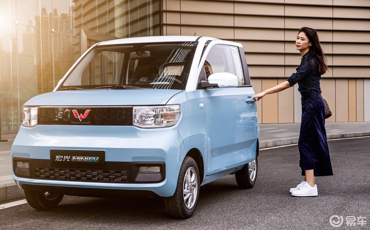 宏光MINI电动车预售2.98万元起 还要啥自行车?