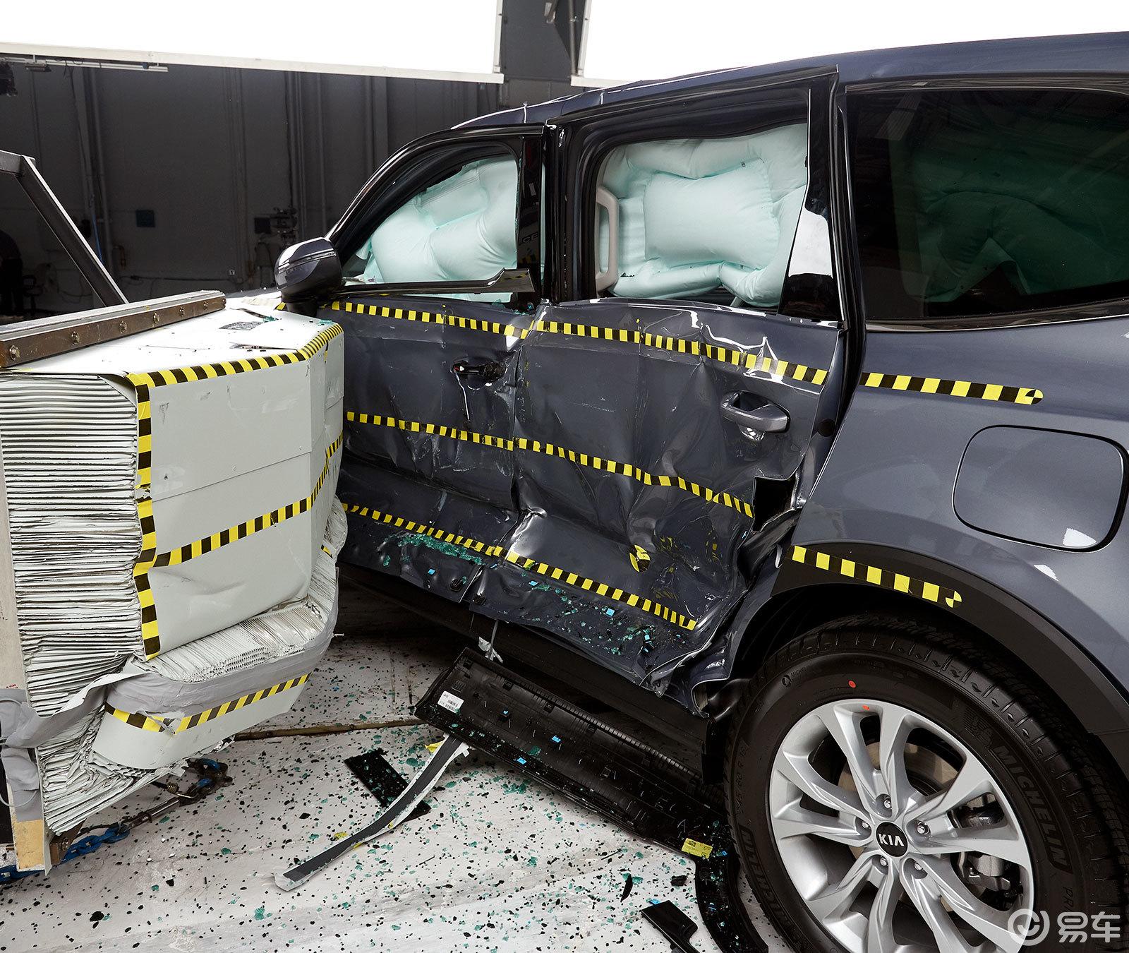 本月美国最安全中型SUV—撞不烂的韩系车帕里萨德