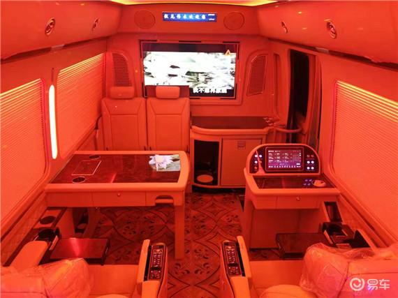 丰田考斯特12座不一样的商务车