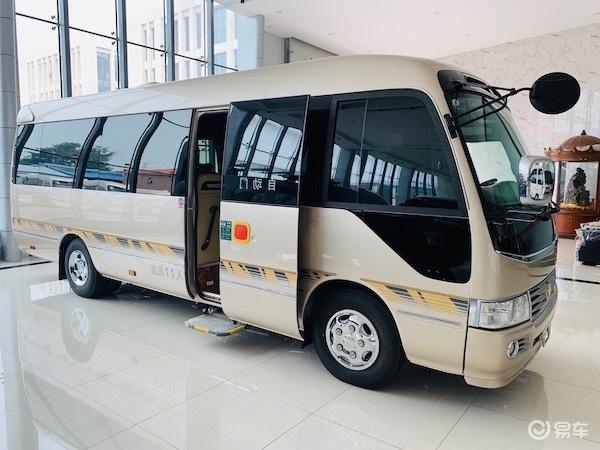 丰田考斯特房车 12座改装全新内饰价格