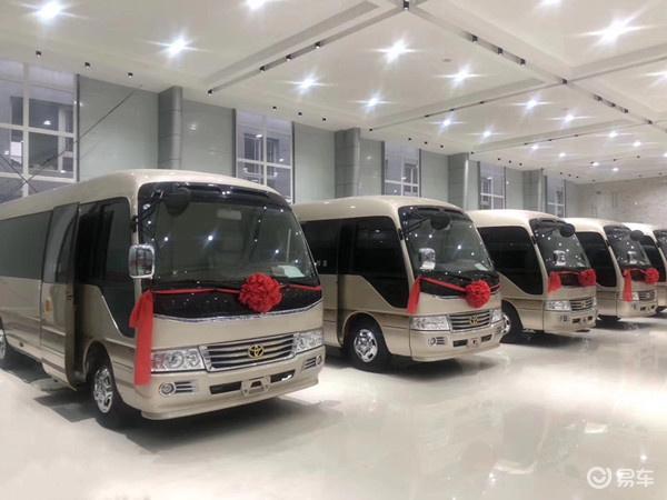 丰田商务19座高配汽车多少钱,最日本新款丰田考斯特