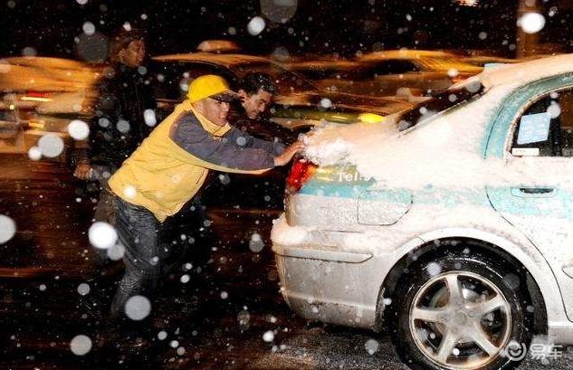 """老司机神操作 电瓶亏电""""推车着火""""是怎么做到的?"""