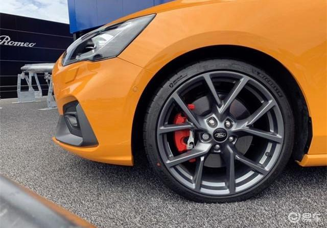 全新福克斯ST亮相,配野马2.3T引擎,性能比GTI更强