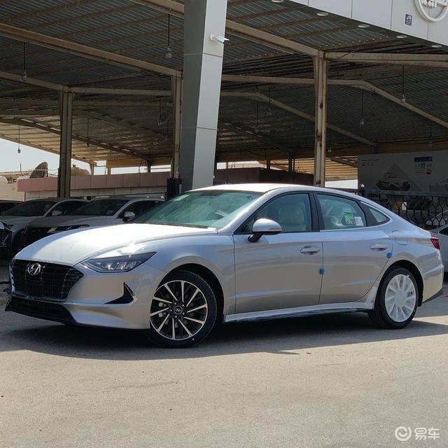 现代索纳塔实车高清图,豪华感倍增,国产后能为韩系车正名?