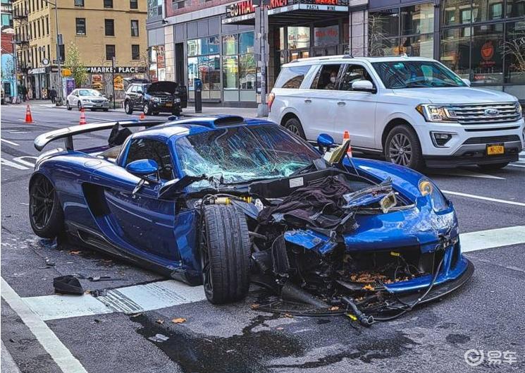撞一台少一台,保时捷Carrera GT改装车撞毁