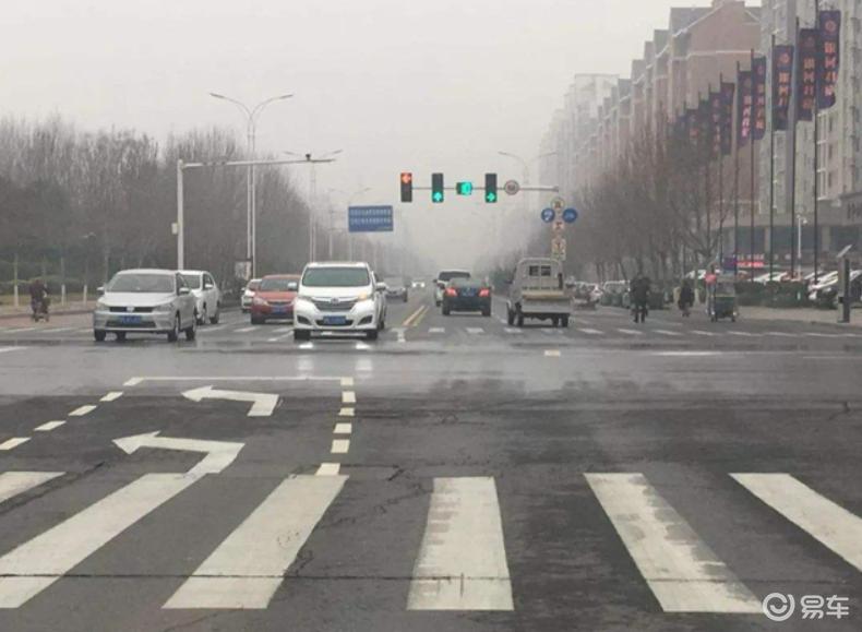 左转待转区何时进入?信号灯怎么看?