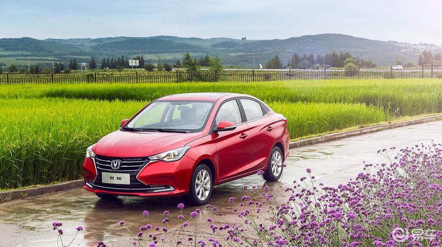 长安旗下的高性价比轿车,起售价不足5万,全系标配倒车影像