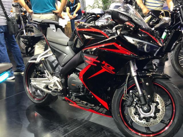 国产最强跑车摩托车,售价25800,却被当成地平线