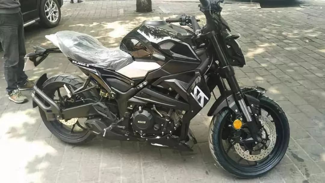 入门级250cc摩托,本田CB250R运动Cafe车型,单缸水冷27马力